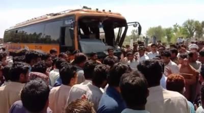 بھکر: بس نے اسکول رکشے کو کچل دیا، 6 طالبات سمیت 7 جاں بحق