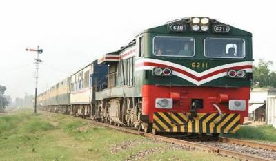 ٹرینوں کی آمد و رفت کا نظام درہم برہم، ٹرینیں 20 گھنٹے تاخیر کا شکار