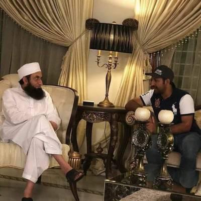 سرفراز احمد کی مولانا طارق جمیل سے ملاقات،ٹیم کی فتح کیلئے خصوصی دعا کی اپیل