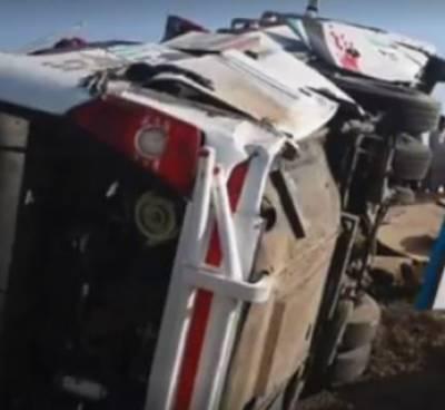 بدین میں ٹریفک حادثہ،8 افراد جاں بحق 30 زخمی