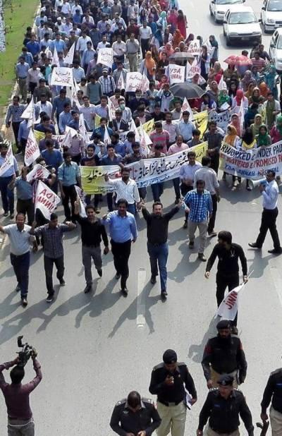 پنجاب بھر میں ینگ ڈاکٹرز کا ہسپتالوں کی نجکاری، ایم ٹی آئی ایکٹ کیخلاف احتجاج