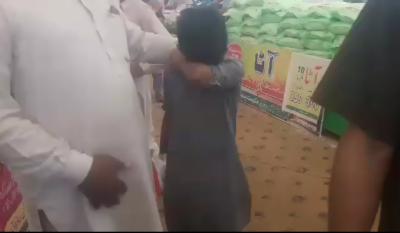 جلال پور بھٹیاں کے رمضان بازار میں چینی لینے آئے بچے پر اہلکار کا تشدد