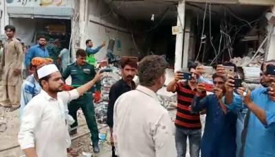 صادق آباد: نجی بینک کے قریب دھماکا،15 افراد زخمی