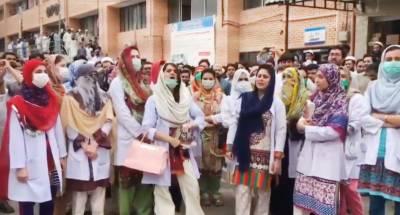 خیبرپختونخوا حکومت بالآخر ہڑتالی ڈاکٹروں سے مذاکرات کیلئے تیار ہو گئی