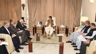 وزیراعظم سے جواد ظریف کی ملاقات، پاک ایران دو طرفہ تعلقات پر بات چیت