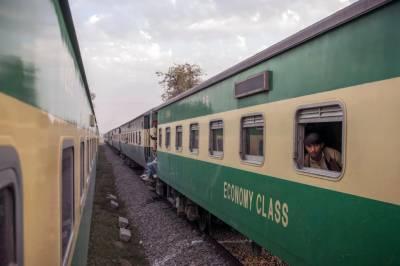 شیخ رشید نے عید پر تین خصوصی ٹرینیں چلانے کا اعلان کر دیا