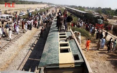 کراچی سے لاہور آنے والی جناح ایکسپریس مال گاڑی سے ٹکرا گئی ، 2افراد جاں بحق