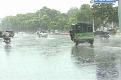 پنجاب کے مختلف شہروں میں آندھی اور تیز بارش، نشیبی علاقوں میں پانی جمع