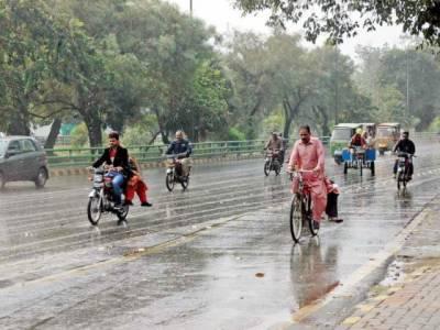 لاہور اور اسلام آباد سمیت پنجاب کے مختلف شہروں میں وقفے وقفے سے بارش