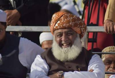 چیئرمین سینیٹ کے خلاف تحریک عدم اعتماد,حکومت نے مولانا فضل الرحمان سے مدد مانگ لی
