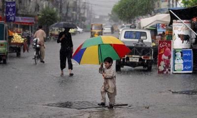 پنجاب، سندھ، بلوچستان میں بارش سے گرمی کا زور ٹوٹ گیا