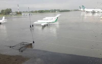 کراچی میں طوفانی بارشیں ، پروازوں کا شیڈول بری طرح متاثر
