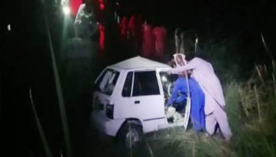 گھوٹکی میں ٹرین نے کار کو کچل ڈالا، 4 افراد جاں بحق