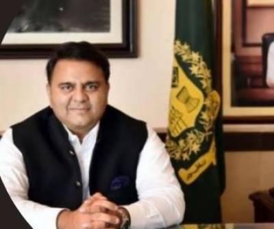 فواد چوہدری نے آرمی چیف کی مدت ملازمت میں توسیع کو پاکستان کے استحکام کیلئے ضروری قرار دے دیا