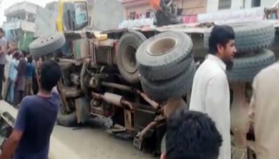 نارووال، بجری سے بھرا ڈمپر رکشے پر الٹ گیا، اسکول کے 7 بچے جاں بحق