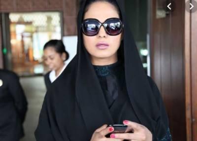 عبایا تنازع پر سوشل میڈیا صارفین نے وینا ملک کو آڑے ہاتھوں لے لیا