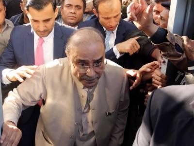 حکومت وزیر اعلیٰ سندھ سمیت جس کو گرفتار کرنا چاہتی ہے کر لے، زرداری
