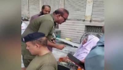 بزرگ خاتون سے بدسلوکی کرنیوالا پولیس اہلکار نوکری سے برطرف