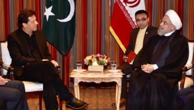 عمران خان کی ایرانی صدر سے ملاقات، اہم امور پر تبادلہ خیال
