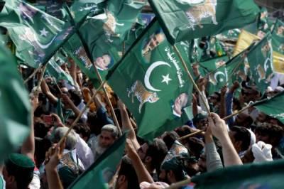 مسلم لیگ ن کے اہم رہنما کیمپ جیل سے رہا ،کارکنوں نے استقبال کیا