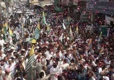 آزاد کشمیر کے ہزاروں شہریوں کا ایل او سی عبور کرنے کے لیے آزادی مارچ