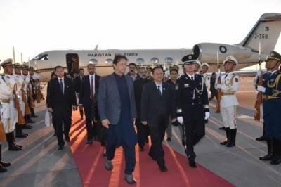 وزیر اعظم عمران خان اور آرمی چیف چین پہنچ گئے