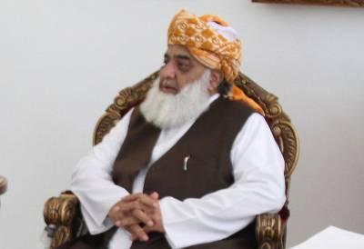 آئین میں تبدیلی کے الزامات، علی امین نے فضل الرحمن کو قانونی نوٹس بھجوا دیا