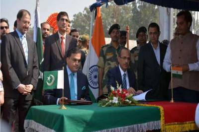 پاکستان اور بھارت کے درمیان کرتار پور راہداری معاہدے پر دستخط ہو گئے