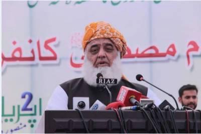جے یو آئی کا آزادی مارچ، مولانا فضل الرحمان سکھر پہنچ گئے