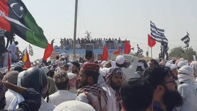 آزادی مارچ اسلام آباد کی جانب رواں دواں