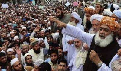 جے یو آئی ف کا آزادی مارچ اسلام آباد کی جانب رواں دواں