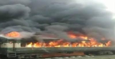 کراچی سے لاہور جانے والی تیزگام ٹرین میں آگ بھڑک اُٹھی،42 افراد جاں بحق