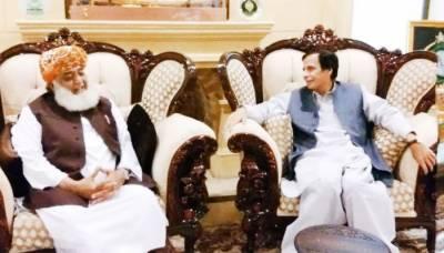مذاکراتی کمیٹی نے پرویز الٰہی کو فضل الرحمان سے بات چیت کا مکمل اختیار دیدیا
