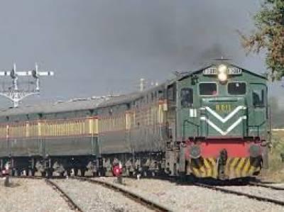 کراچی سے چلنے والی ایک اور ٹرین حادثے کا شکار ہو گئی