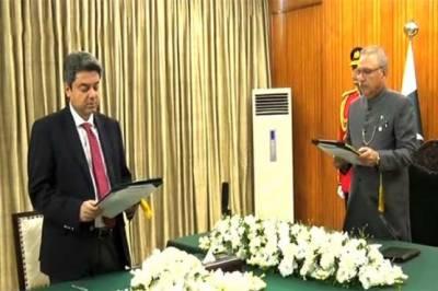 فروغ نسیم نے دوبارہ وفاقی وزیر قانون کا حلف اٹھا لیا