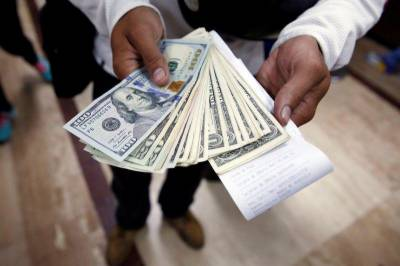 انٹر بینک میں ڈالر 5پیسے مزید سستا ہوگیا