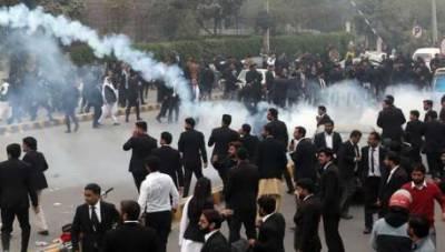 وکلا کا پی آئی سی پر حملہ ، پولیس تاخیر پر وزیراعلی کو خود ایکشن لینا پڑا