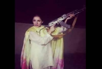 اداکارہ ثروت گیلانی کی ہوائی فائرنگ کرتے ویڈیو وائرل