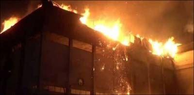 کراچی میں آتشزدگی، ہوٹل اور گودام خاکستر ہو گیا