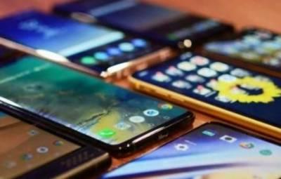 حکومت کا بیرون ملک سے بغیر ڈیوٹی ایک موبائل فون سیٹ لانے کی اجازت دینے پر غور