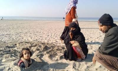 سورج گرہن، لوگوں نے معذور بچوں کو مٹی میں گاڑھ دیا
