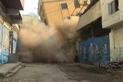 کراچی میں مخدوش عمارت گر گئی