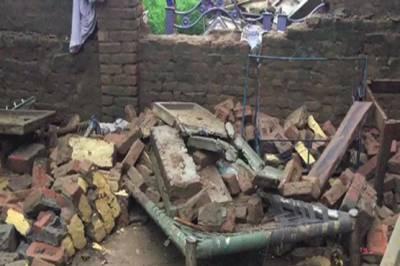بارش کے باعث مختلف علاقوں میں چھتیں گرنے سے 7 افراد جاں بحق
