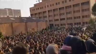 ایران میں تیسرے روز بھی احتجاج،مظاہرین کے حکومت اور سپریم لیڈر کے خلاف نعرے