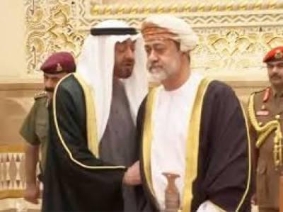 سلطنت عمان کے نئے سلطان نے ابو ظہبی کے حکمران سے ہاتھ کیوں نہیں ملایا؟