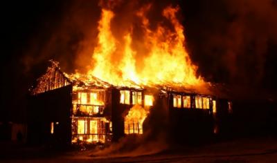 کراچی : خاتون گھر میں لگی آگ سے جاں بحق