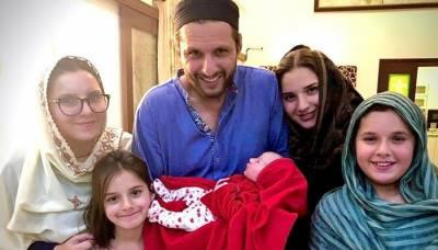 سابق کرکٹر شاہد آفریدی کے ہاں 5 ویں بیٹی کی ولادت