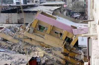 کراچی میں تین منزلہ عمارت گرگئی، 2 افراد جاں بحق