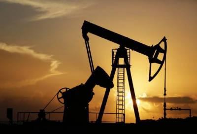 عالمی منڈی میں تیل کی قیمت ڈھائی سال کی کم ترین سطح پر آ گئی