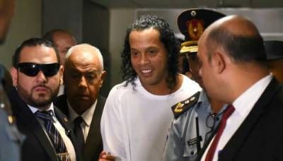 برازیل کے سابق فٹبالر رونالڈینو گرفتار